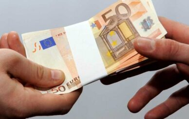 photo_571557040_hands_money